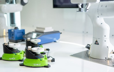 CREADIS Flow PCR ist ein automatisierter kontinuierlicher PCR-Testaufbau, der pro Stunde und Maschine 60 PCR-Tests auswertet.